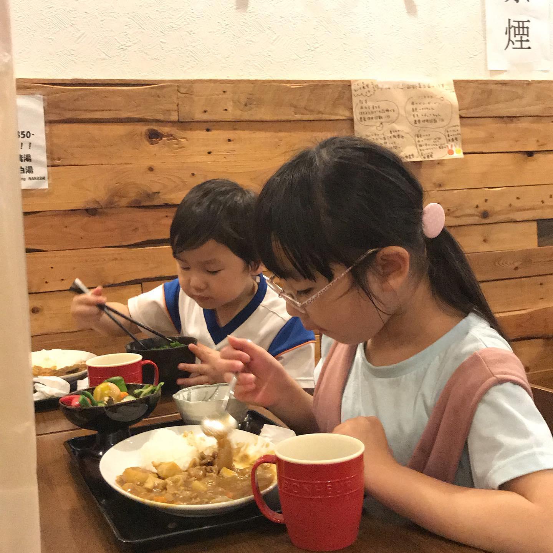 大原・中原のこども・ちいき食堂「キッチンひばり野」が本日オープン!毎月第2・4火曜日に、みんなでごはんをおなかいっぱい楽しめる場所をボランティア団体「ひばり野のなかま達」が提供。初日の今日は30食を用意しているとのこと。早速、お客さんいっぱい!by たくちゃん場所:平塚市中原1-13-13(麺屋DINING NANASHI)食事代:こども(中学生まで)100円、おとな300円、高齢者(65歳以上)200円