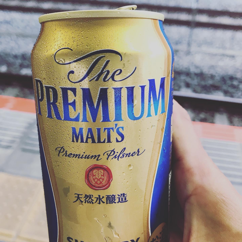 暑い昼間はSPICEさんのサラサラスパイスカレーを食べ元気もりもりで仕事をし、夕方には少しは涼しくなるかなぁーなんて思い会社をでたら…暑い…もうダメだ。てことで、帰路にお疲れビア。皆さま、乾杯!#originalcurry&cafe SPICE #夏カレー #夏ビール #湘南ジャーナル