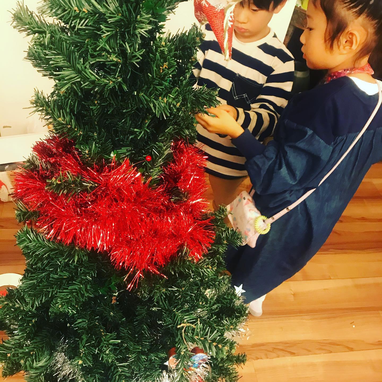 こんばんは、ジャーナル社長です。ハロウィン終わるとクリスマス準備…な子どものワクワク。我が家は仏教なのですがバラエティ溢れる日本文化に染まります。我が家では、家族ルールで毎年一つずつ少し特別な思いのオーナメントを買い足すのが習慣。皆さんは家族の習慣て何かありますか?#速いクリスマス#クリスマス#クリスマスの習慣#湘南#湘南ジャーナル #湘南ジャーナルママ部