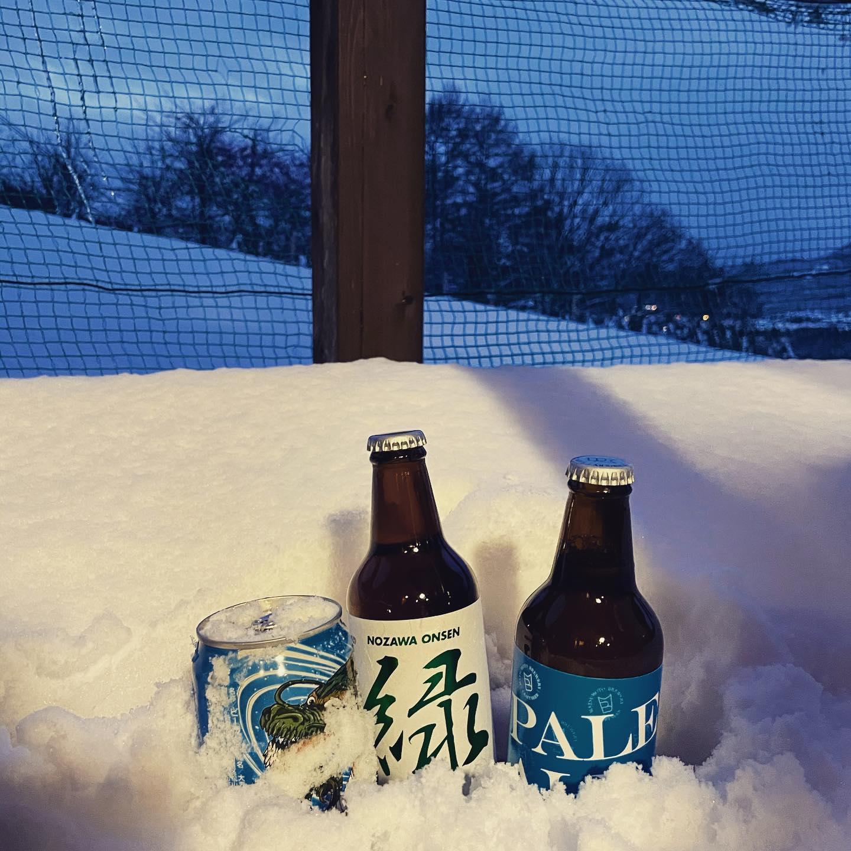 雪山にて山籠り年越し、実は冬の寒さが嫌いな冬ネガティブなジャーナル社長です。毎年冬は雪かきと着膨れなしには生活できない零下と奮闘。しかし…雪山遊びと雪で冷えたお酒たちは芯から冷たく最高で…それでチャラにして何とか頑張ります。皆さま、社を代表し初めての年末です。本当に元気を頂きありがとうございました。良いお年を!